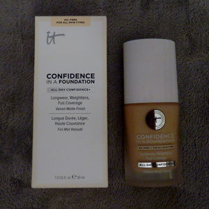 IT Cosmetics Confidence in a Foundation BNIB